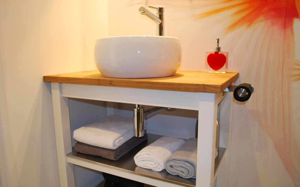chuuut-annecy-salle-de-bain-lavabo-gite-urbain-annecy2